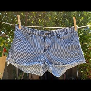 Forever 21 denim shorts size 29
